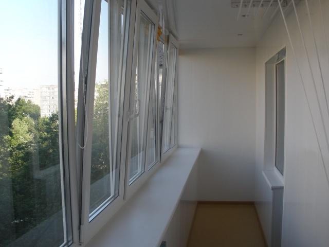 Облегченные распашные окна на балкон.