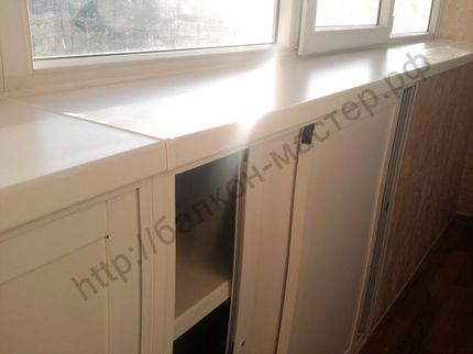 Как сделать шкаф под окном на балконе своими руками
