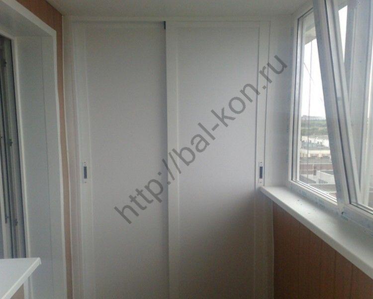 Экономим пространство: шкаф-купе на балконе.