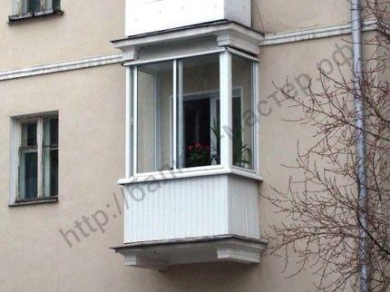 Остекление и отделка маленького балкона, цены в екатеринбург.